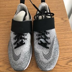 Brand NEW! NEVER WORN!! Women's Nike zooms